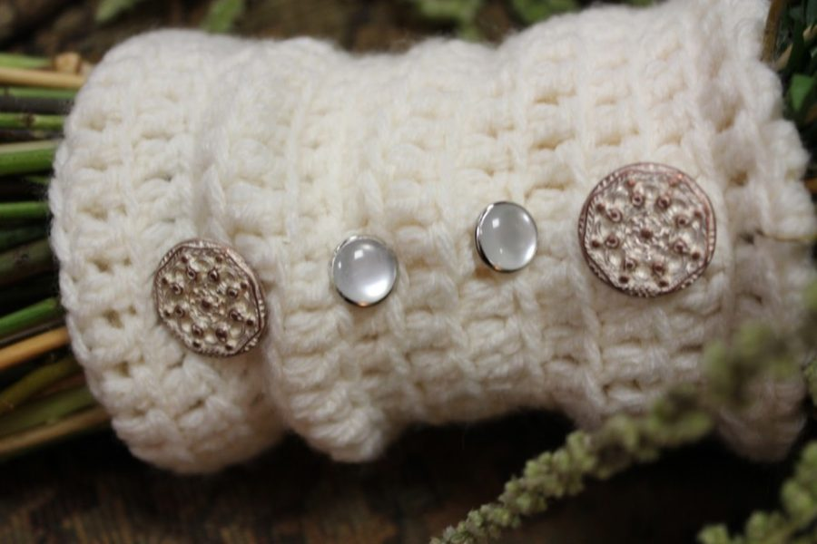 Bridal bouquet wraps: A crocheted sleeve as a wrapping for a bridal bouquet