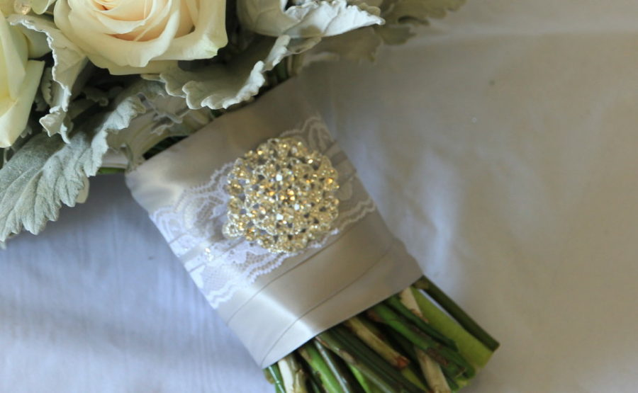 Handle decor with a brooch